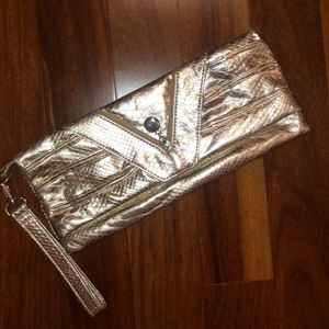 Spring gold clutch